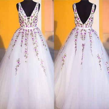 Long Elegant White A-line Straps Sleeveless Backless Embroidery Prom Dresses Ball Gowns 2018 V-Neck Open Back