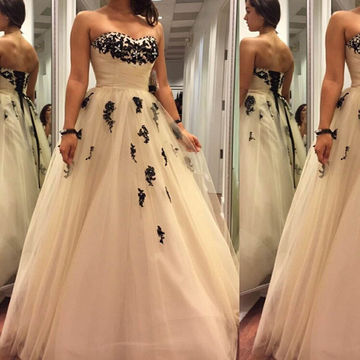 Appliques Sweetheart Ball Gown Tulle Prom Dresses 2017