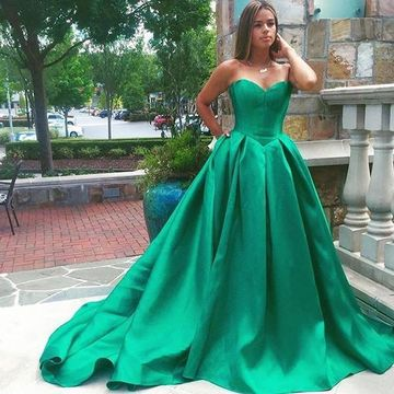 Long Elegant Green Ball Gown Sweetheart Sleeveless Backless Prom Dresses 2019 Open Back