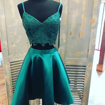 Green Spaghetti Straps Lace A-line 2020 Two Piece Homecoming Dress V-Neck Sleeveless