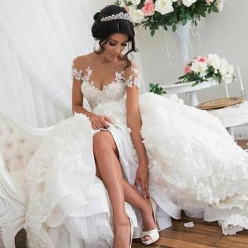 Illusion Short Sleeves Appliques Lace 2019 A-line Wedding Dress