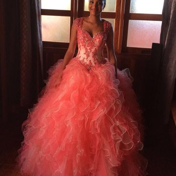 Sweetheart Capped Sleeves Appliques Beading Tiers Ball Gown Dresses 2020